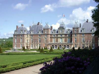 La MJC et le CIS de Eu sont installés dans les dépendances du château royal de la Ville