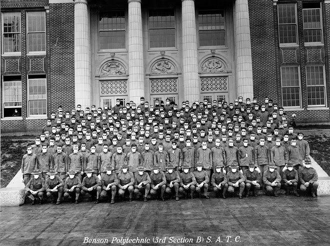 2.   Portland, Oregon : Membres du Student Army Training Corps (académie américaine de formation militaire).